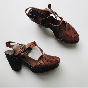 Sundance Brown T-Strap Clogs